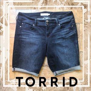 ⭐️Torrid distressed denim cut off jean shorts